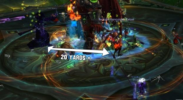 Игроки со Взрывным темным отражением должны сохранять дистанцию в 20м, чтобы отражения не усиливали друг друга с помощьюИзвергающееся пламя ужаса.